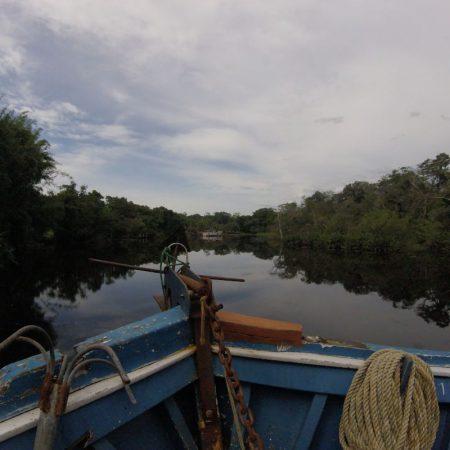 Para aqueles que gostam de fugir dos padrões, um passeio de barco pelo Rio Itanhaém
